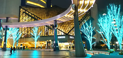 東京芸術劇場前のグローバルリング